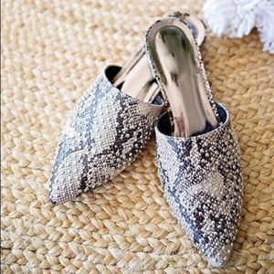 Shoes - ⚡️BEST SELLER ⚡️SNAKE STUDDED MULES SHOES